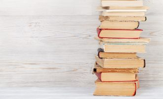 best books on simple living and decluttering