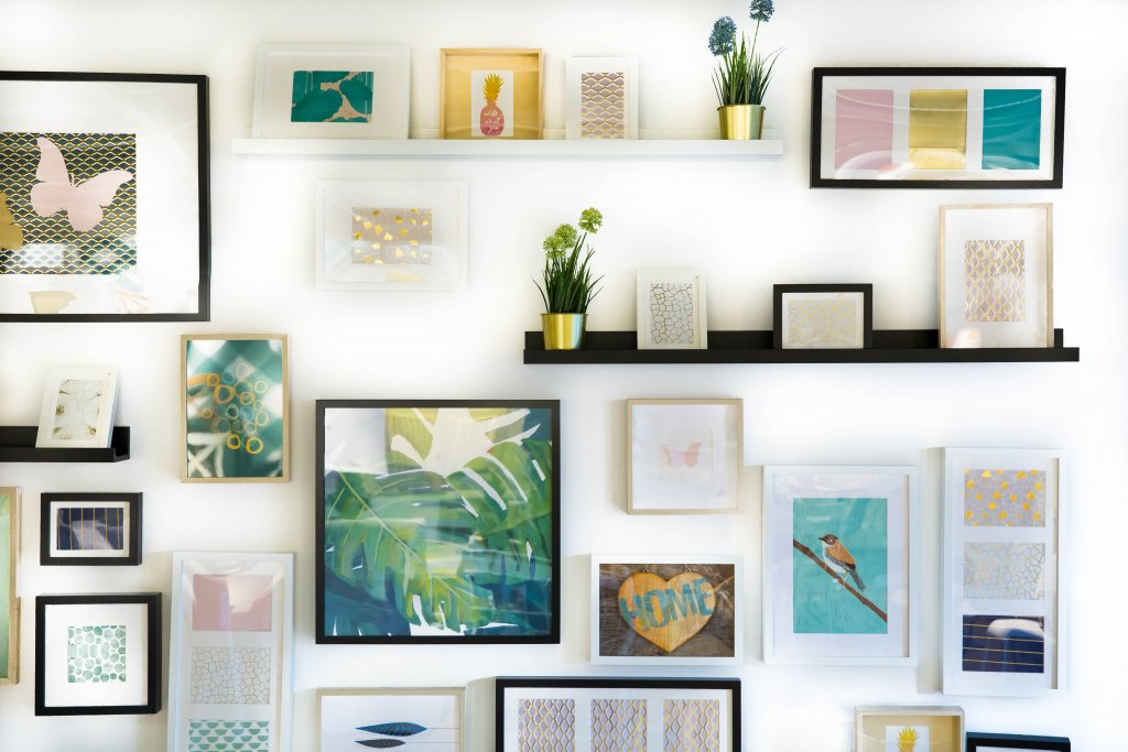 how to make a room look less cluttered