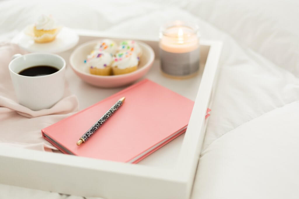 This image has an empty alt attribute; its file name is Atelier21-Co-Cupcakes-in-Bed-25-1024x683.jpg