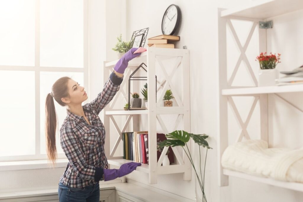 how to clean a cluttered room