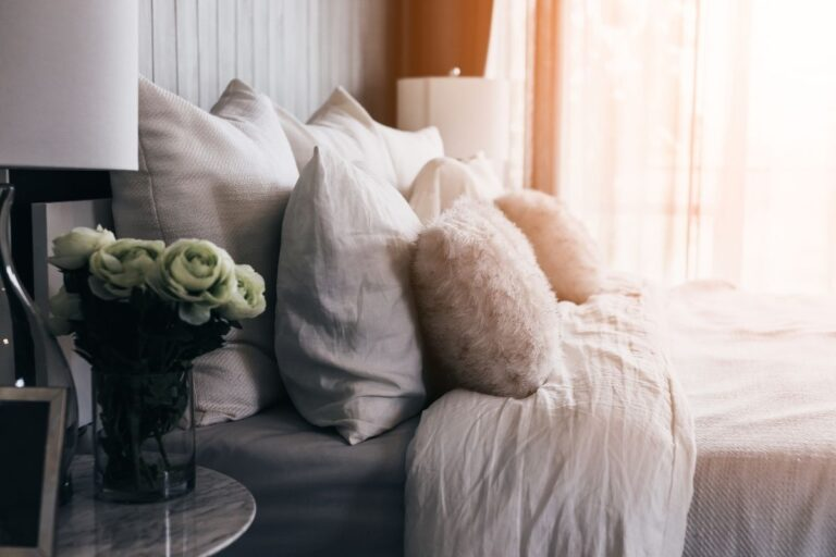 How to Create a Relaxing and Cozy Bedroom Sanctuary