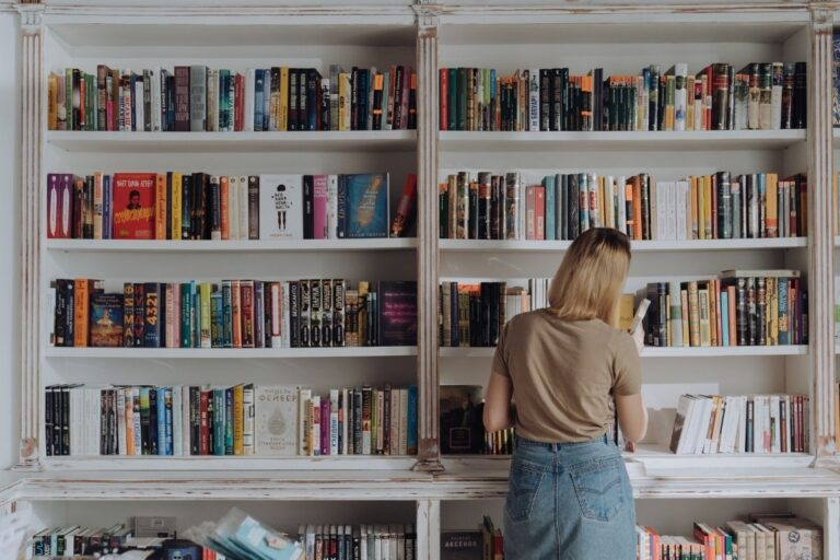 The Best Way to Organize Books in Your Home