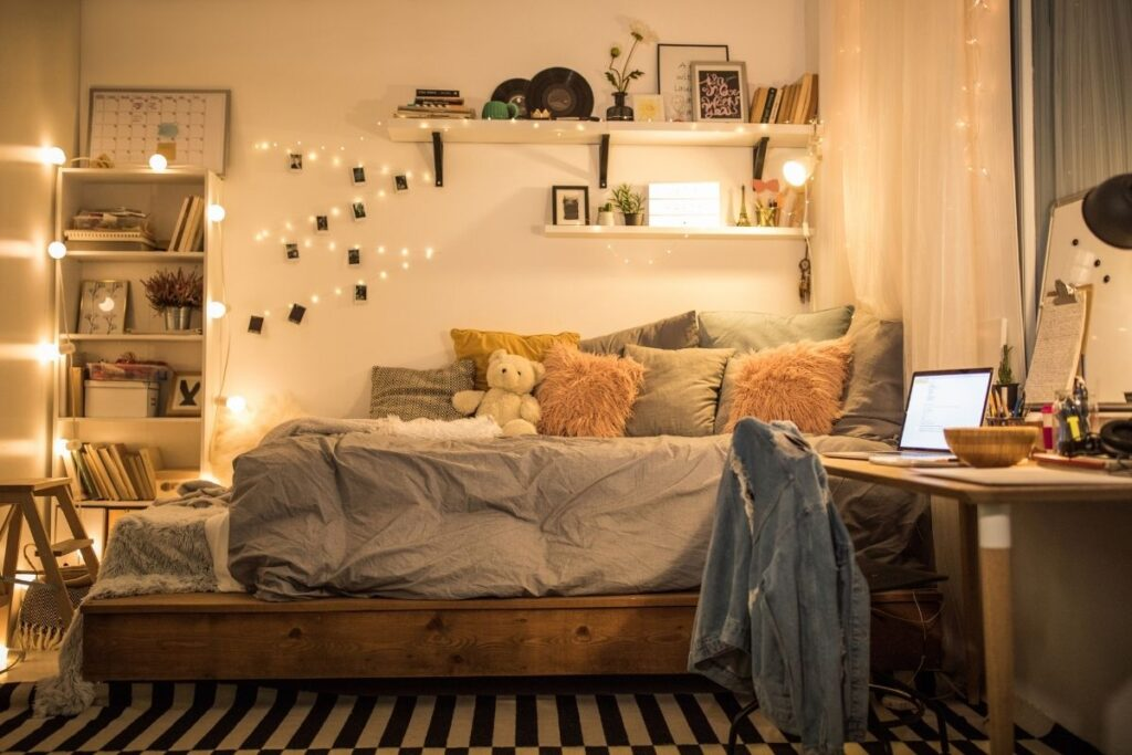 teenager keep their room clean